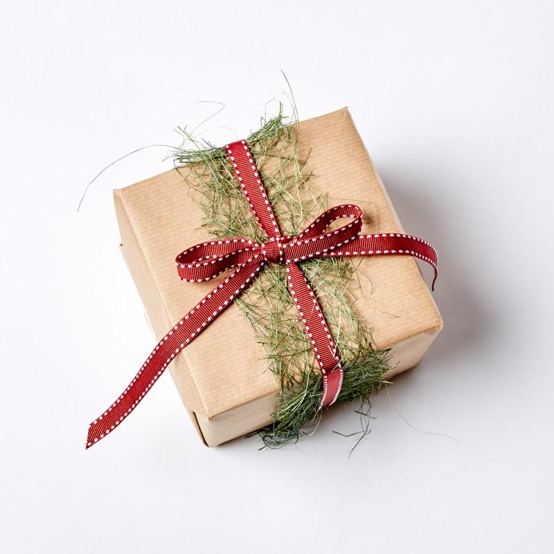 как упаковать подарок в подарочную бумагу фото волокна шелк